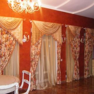 Кухня столовая Евы. Четыре шторы в одном помещении.