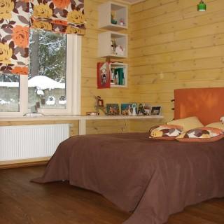 Спальня в цветах осени. Римская штора, покрывало, изголовье и подушки.
