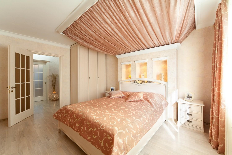 Потолок из текстиля и шторы, в спальню, для Марии.