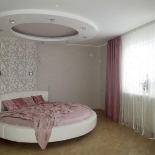 г. Борисов. Спальня Виктора и Жанны. Покрывало на круглую кровать и шторы.